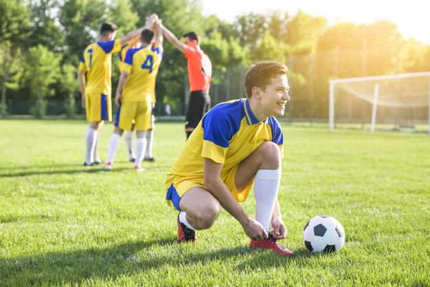 กีฬาฟุตบอลเป็นกีฬายอดฮิตของผู้ชาย
